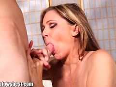 Hot mature Julia Ann gives blowjob