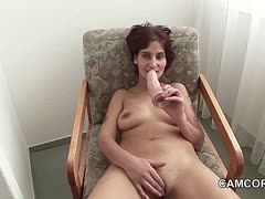 German housewife is masturbating