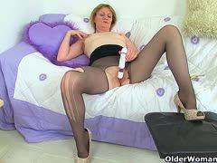 Old babes wank their pussies through their pantyhoses