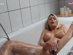 German amateur ShellyStar is masturbating and fucking