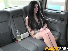 Black-haired amateur spreads her legs in the car for the driver