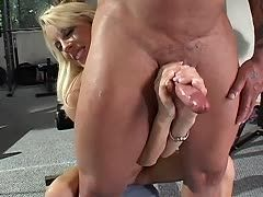 Milk my prick! Blonde empties his balls with her hands